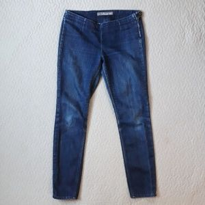 Level 99 Jean's size 28 zipper with snap on side